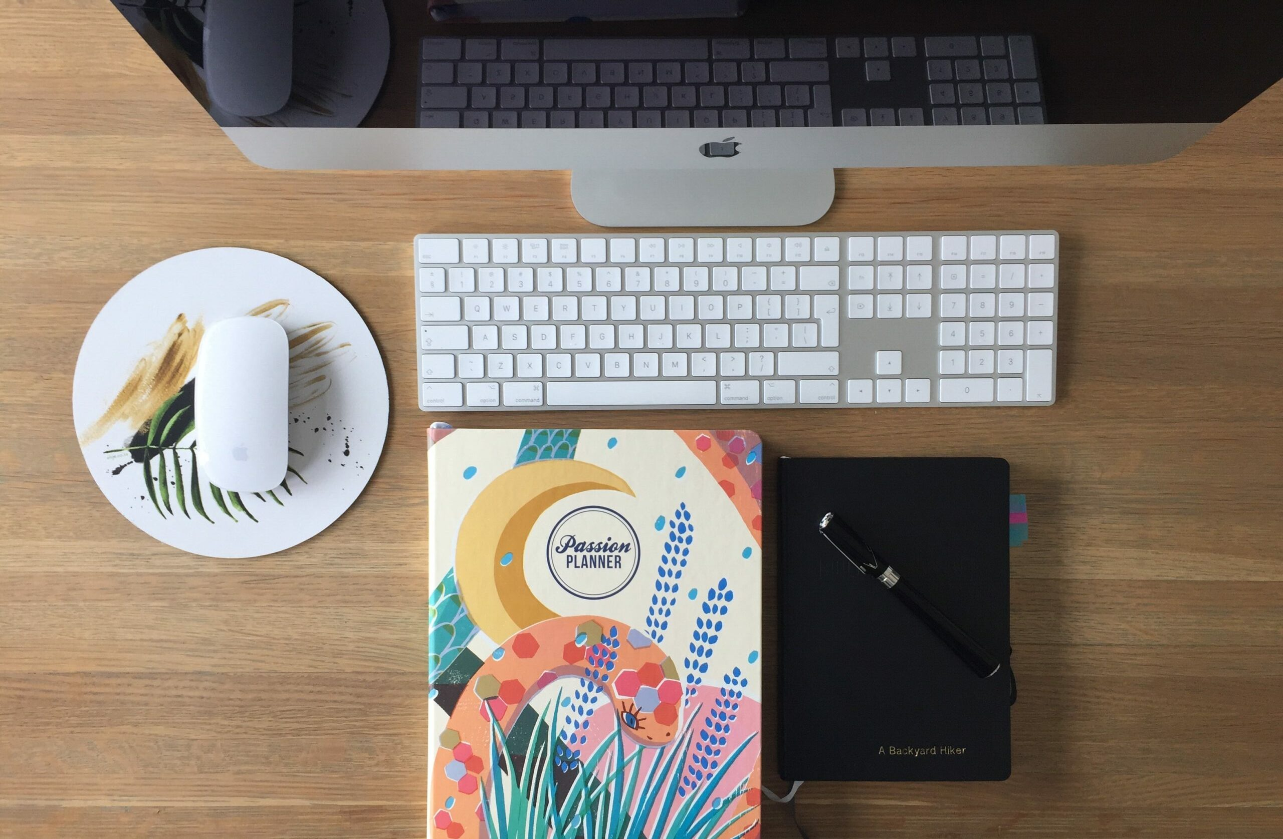8 tips to become more organized as a female solopreneur…
